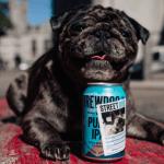 Esta marca de cerveza está publicando fotos de perros sin hogar en sus latas para encontrarles una nueva familia